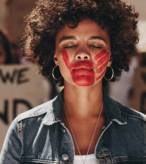 Journée internationale pour l'élimination de la violence à l'égard des femmes : définition du féminicide, ou quand un homme tue une femme parce qu'elle est une femme