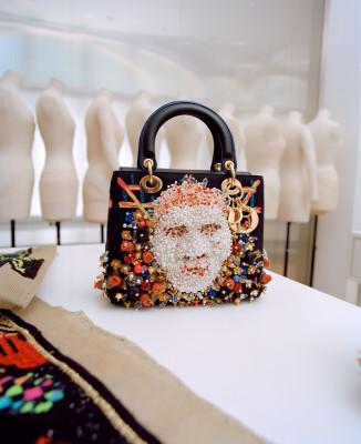 Dior Lady Art #4 : 11 artistes revisitent le sac Lady Dior 150*150
