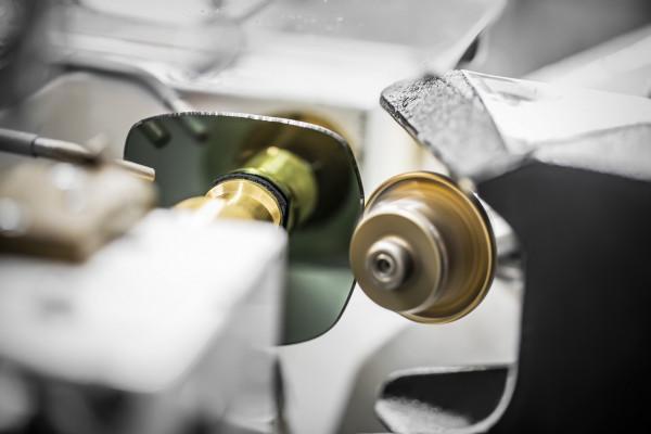Le savoir-faire des lunettes DiorStellaire1 de Dior dévoilé dans une vidéo inédite 150*150