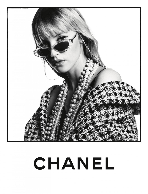 Angèle éblouit dans la campagne lunettes Printemps-Été 2020 de Chanel - 1