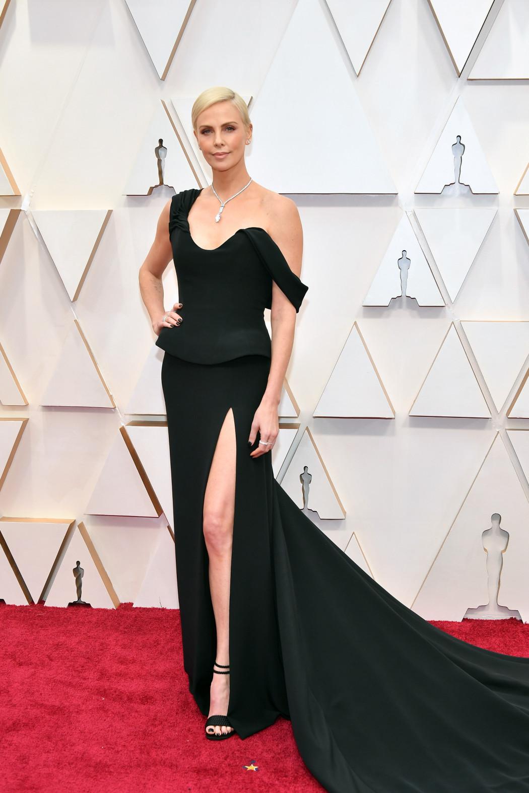 Oscars 2020 : les plus beaux looks du tapis rouge le plus glamour de l'année - 11