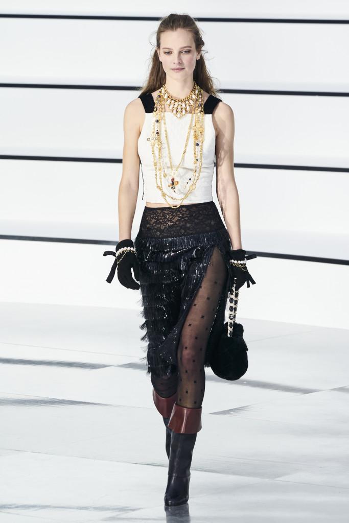 Paris Fashion Week : retour sur la collection automne/hiver de Chanel, une ode à la sororité - 76