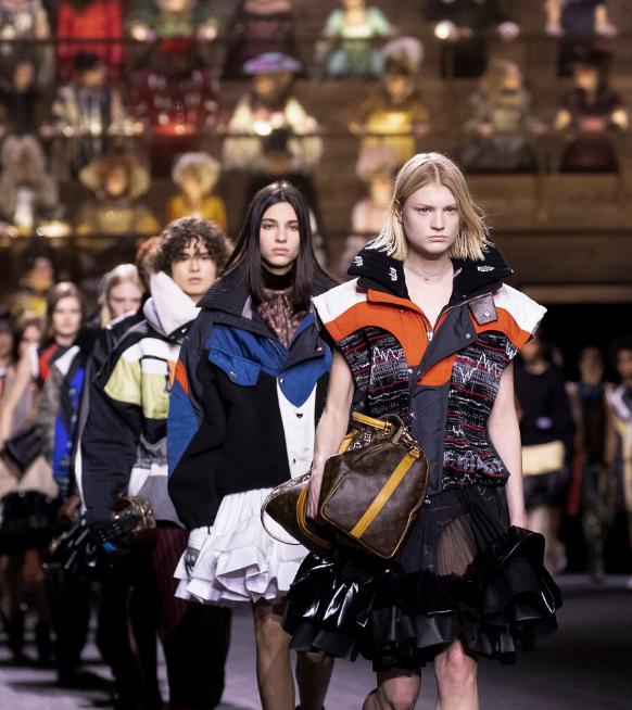Paris Fashion Week : retour sur la collection automne/hiver Louis Vuitton, le clash des époques