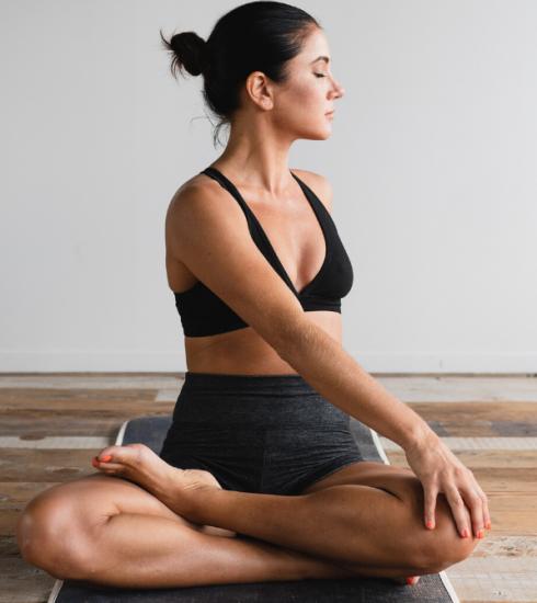 Confinement : 4 comptes Instagram, chaînes YouTube et apps qui proposent des cours de yoga (en live)