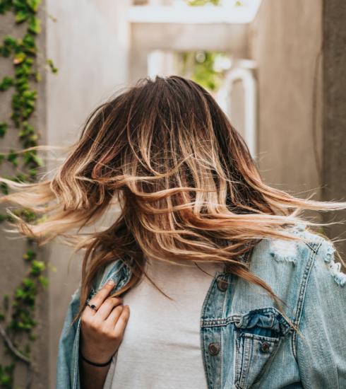 Cheveux : 4 conseils pour cacher ses racines