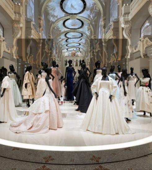Découvrez l'exposition «Christian Dior : couturier du rêve» depuis chez vous !