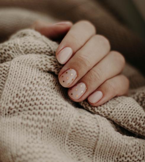 Comment retirer ses ongles en gel ou en résine à la maison