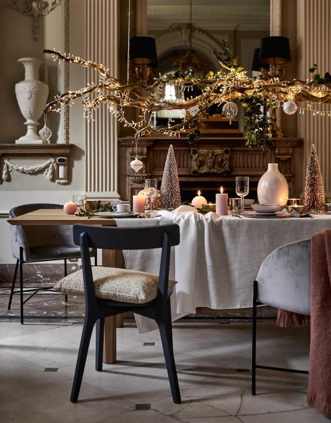 Table de Noël : 10 inspirations pour succomber au charme du décor suspendu - 3