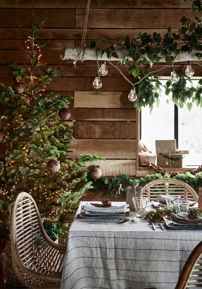 Table de Noël : 10 inspirations pour succomber au charme du décor suspendu - 1