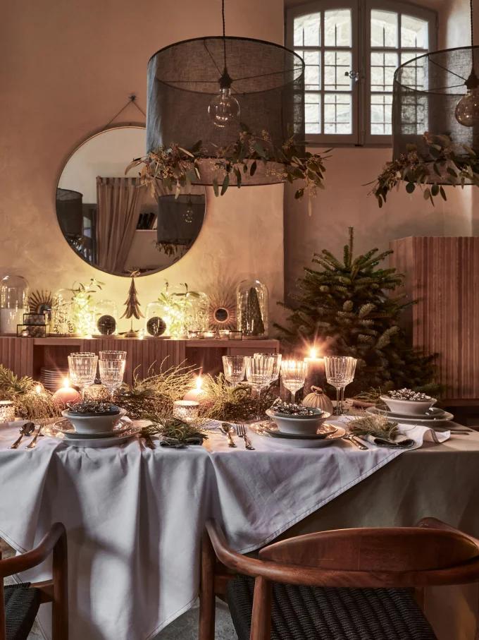 Table de Noël : 10 inspirations pour succomber au charme du décor suspendu - 7
