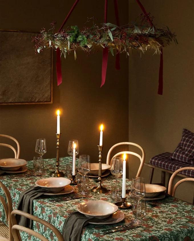 Table de Noël : 10 inspirations pour succomber au charme du décor suspendu - 2