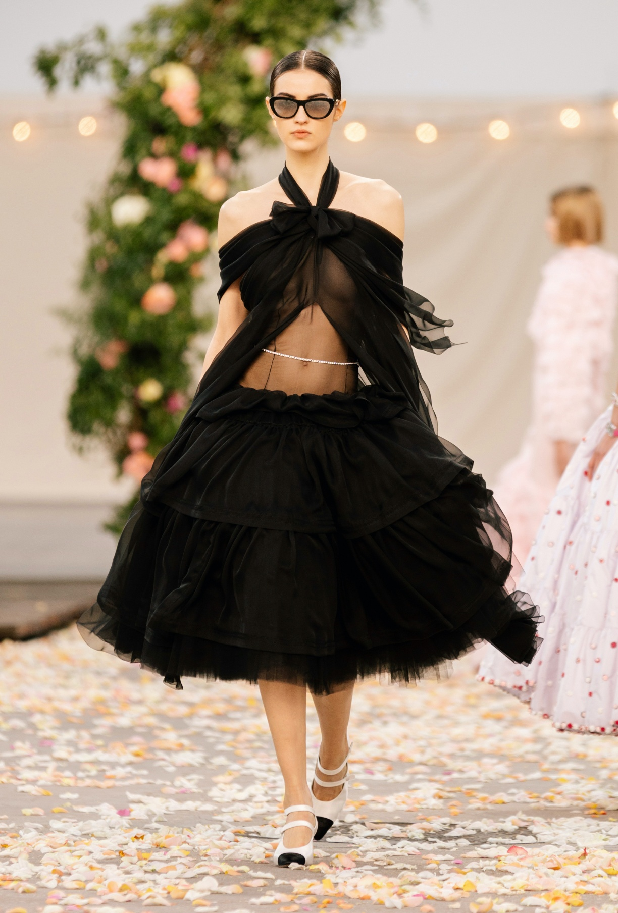 Défilé Haute-Couture printemps-été 2021 : la fête rêvée de Chanel - 1