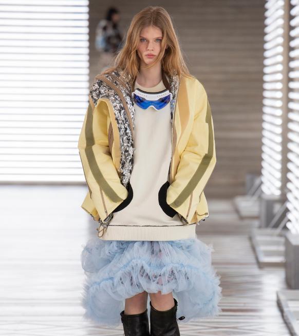 Défilé Louis Vuitton automne-hiver 21/22 : du punk portable au Louvre