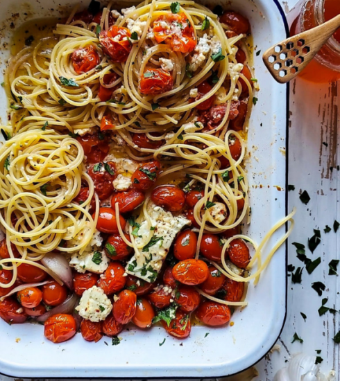 Recette : notre version des pâtes fêta-tomates qui agitent les réseaux sociaux