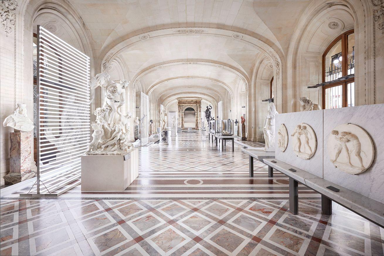 Défilé Louis Vuitton automne-hiver 21/22 : du punk portable au Louvre - 1