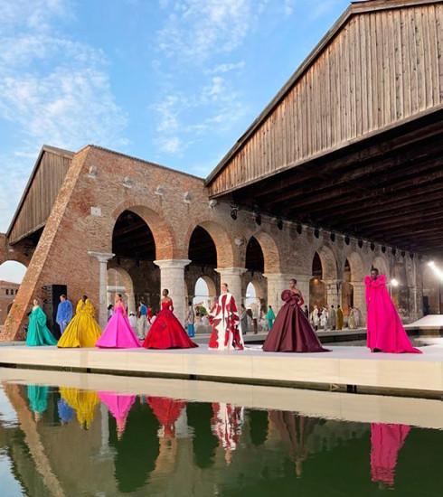 Valentino FW21/22 haute couture : la grande finale à Venise