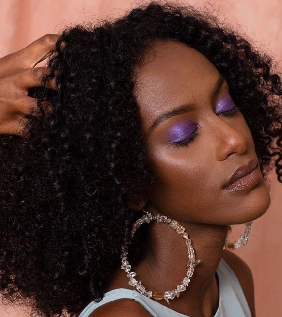 Uzi Hair Bar : le concept bruxellois qui prend soin des cheveux texturés