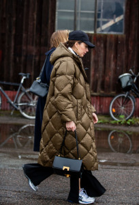 femme manteau sac