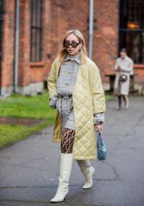 femme manteau jaune