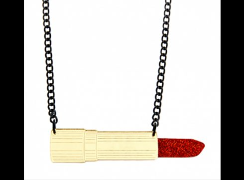 Crush of the Day: Lipstick Necklace van Tatty Devine