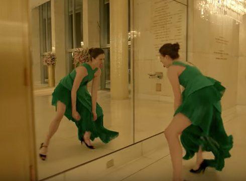 Margaret Qualley danst voor Kenzo