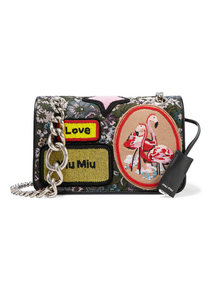 Trendshoppen: Patches en badges // Tas Miu Miu
