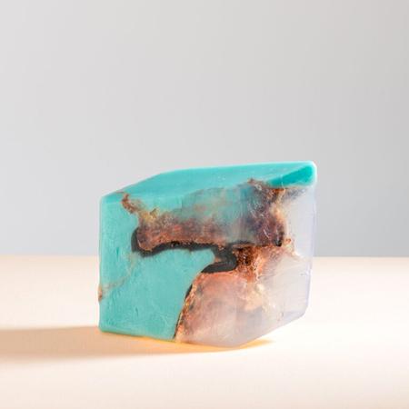 Turquoise zeepje van Savons Gemme, € 18 bij Blos