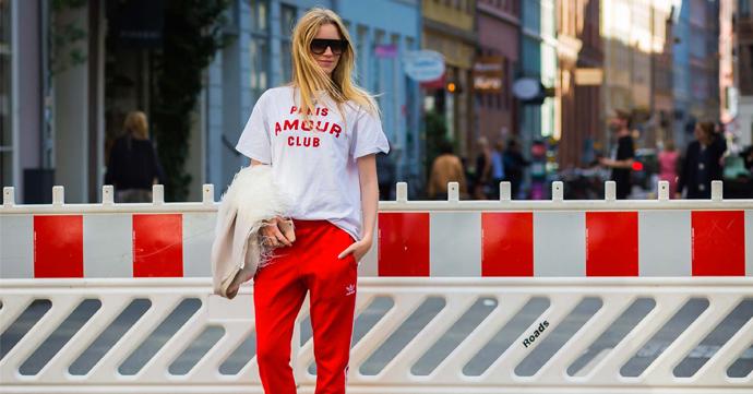 Adidas Revival: Pernille Rosenkilde in rode tracksuit en Gucci hakken, gefotografeerd door Style Du Monde