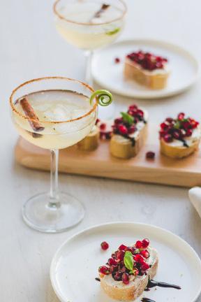 Tournée Minérale mocktail door The Mocktailclub en granaatappel bruscetta door Amylia van cookameal.be