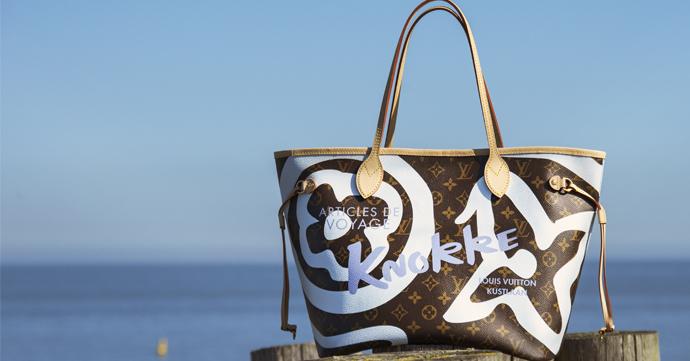 Louis Vuitton eert Knokke met nieuwe handtas