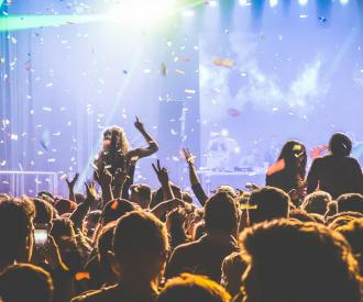 Ibiza Tomorrowland feesten muziek festival dancing