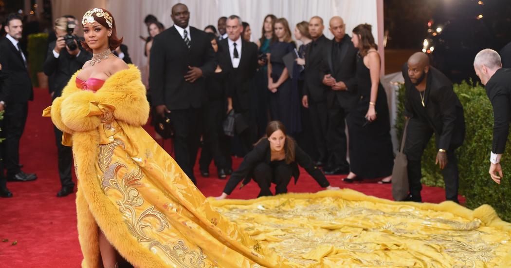 Draag Rihanna's meest iconische outfits… aan je voeten!