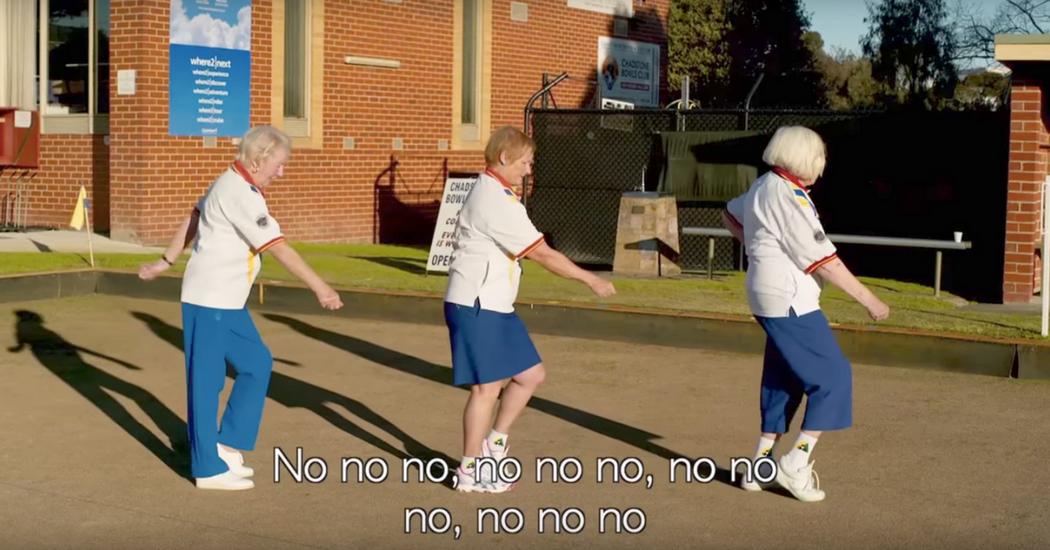 Granny's coveren Beyoncé op onnavolgbare wijze om hun bowlingclub te redden