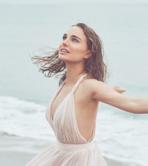 Zien: Natalie Portman schittert in nieuwe Miss Dior campagnevideo
