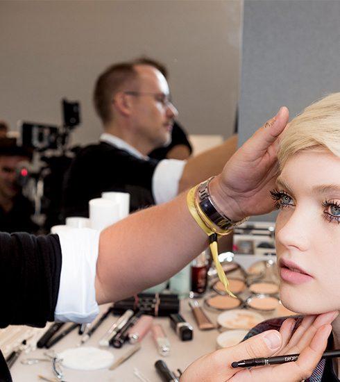 Tutorial: recreëer de Dior make-uplook van de Paris Fashion Week gewoon thuis