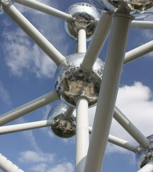Driewerf hoera, het Atomium wordt 60 jaar