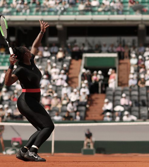 "Serena Williams wint French Open match in catsuit: ""Voor alle moeders daarbuiten"""