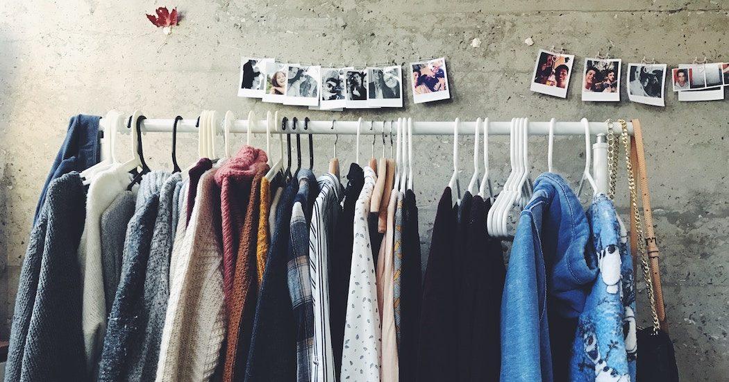 Deze 10 kledingstukken mogen niet ontbreken in je kleerkast