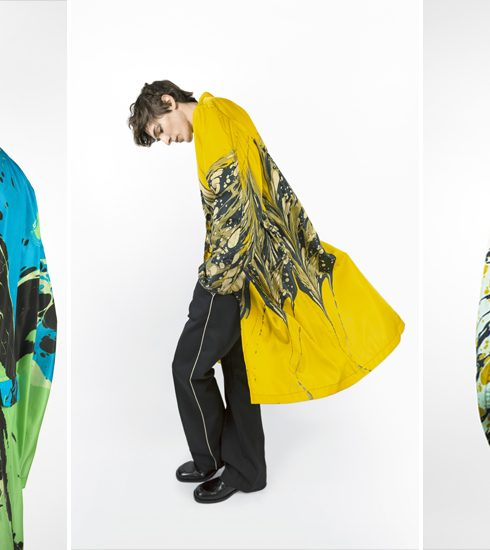Crush of the day: Dries Van Noten pakt uit met regenjassen in marmerprint