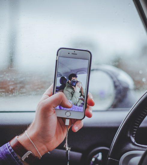 Onderzoek: Vlamingen zijn bezorgd over smartphonegebruik in het verkeer