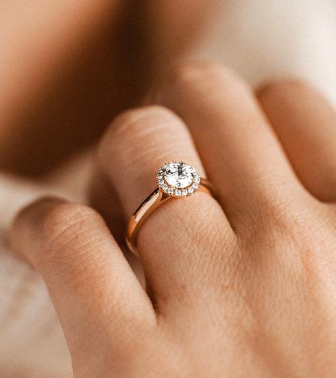 Op deze website kan je je verlovingsring helemaal zelf samenstellen