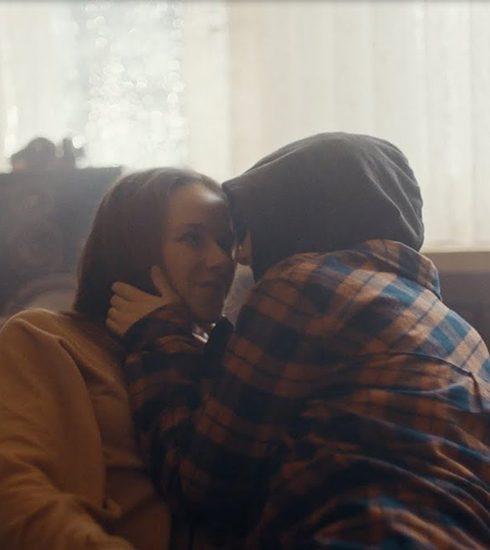 Douwe Egberts doet harten smelten met commercial: 12 miljoen views