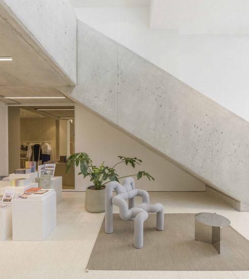 De nieuwe winkel van COS in Antwerpen brengt kunst en mode samen