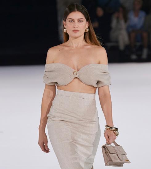 Supermodel Laetitia Casta vertelt openhartig over ouder worden in de modewereld