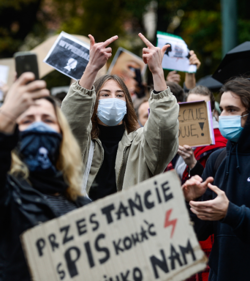 Duizenden mensen komen in Polen op straat tegen abortusverbod