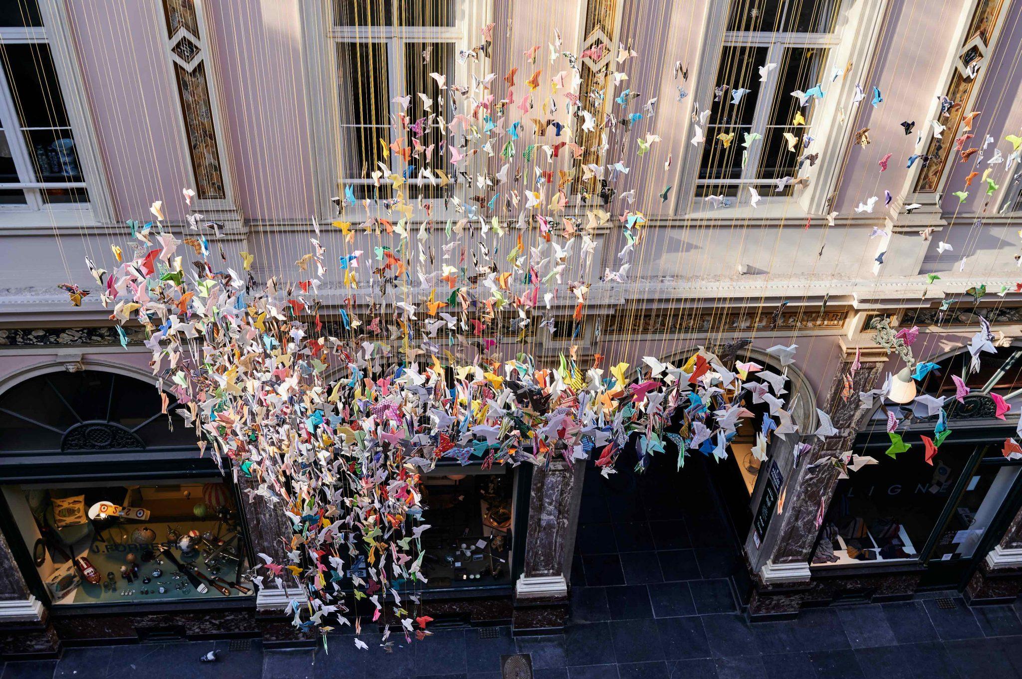 Duizenden origami's fleuren Koninklijke Sint-Hubertusgalerijen in Brussel op - 4