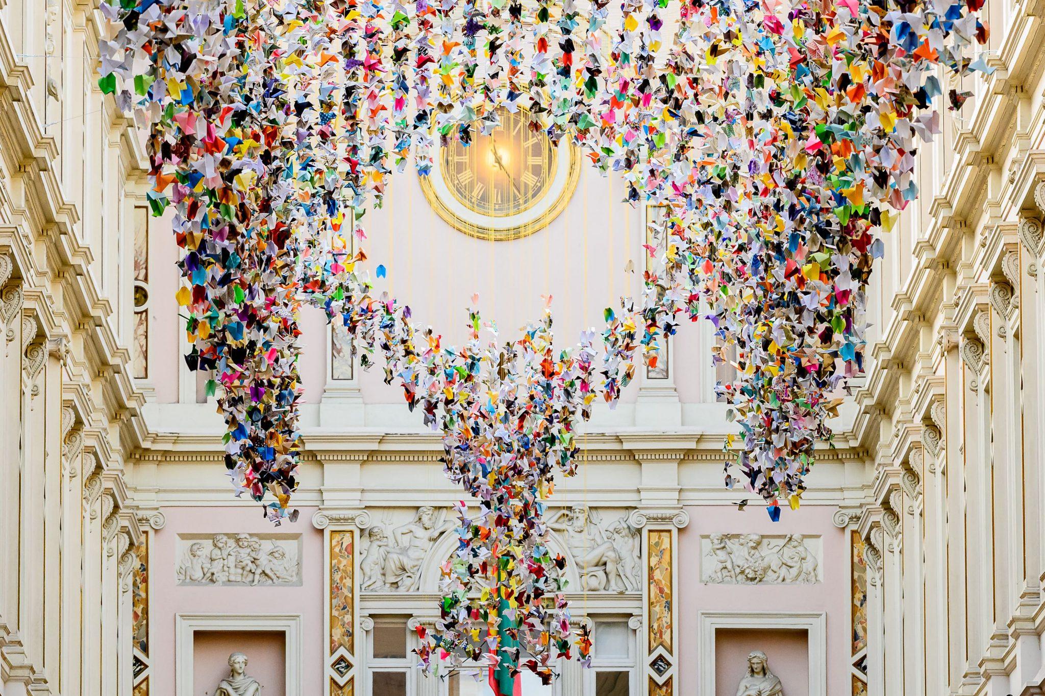Duizenden origami's fleuren Koninklijke Sint-Hubertusgalerijen in Brussel op - 1