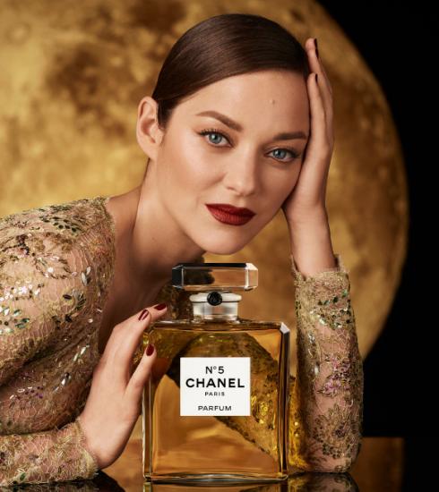 Marion Cotillard straalt in de nieuwe Chanel N°5-campagne: 15 weetjes over het iconische parfum