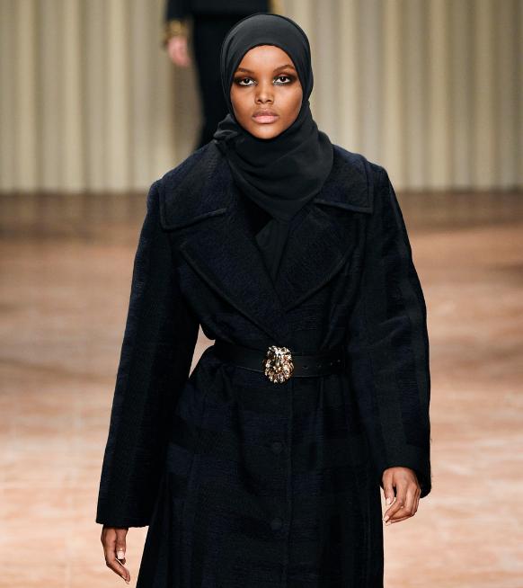 """Halima Aden stopt met modellenwerk: """"De mode-industrie zet mijn religieuze waarden onder druk"""""""