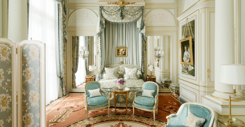 Een suite in het Ritz hotel in Parijs, net zoals The Crown.